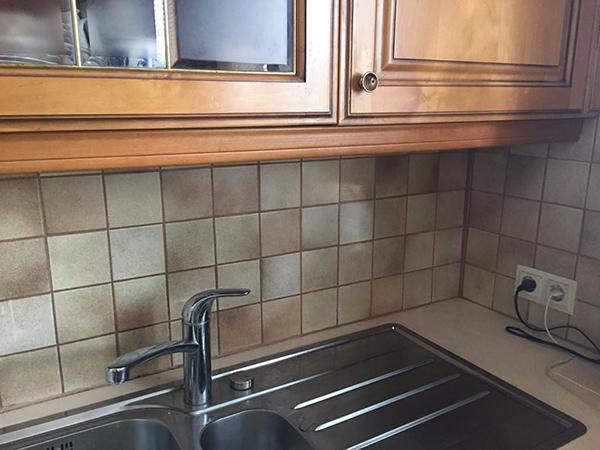 Alte Fliesen ersetzen durch Küchenrückwand aus Glas - GLASZONE