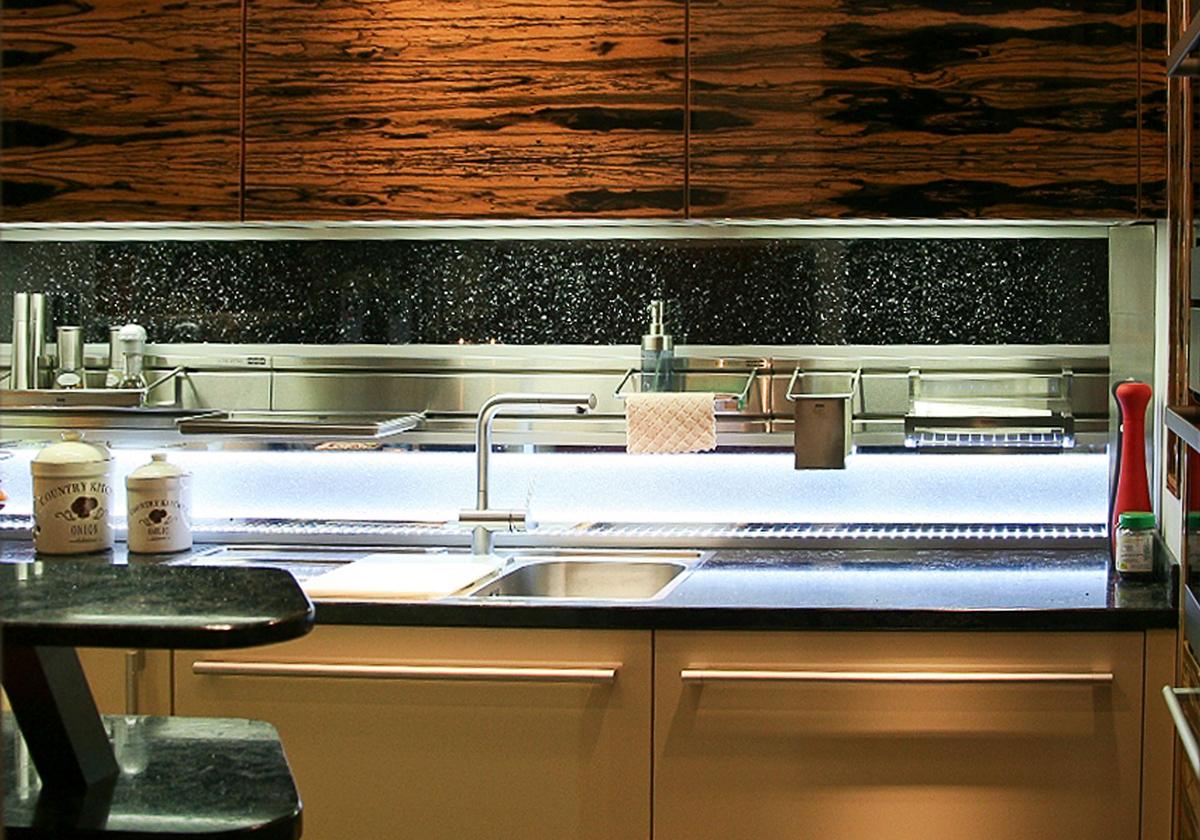 k chenr ckwand etwas besonderes individuell gefertigt glaszone. Black Bedroom Furniture Sets. Home Design Ideas